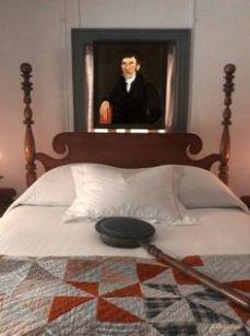a2499623cc54639f82258d543ffcbc33--antique-beds-antique-quilts
